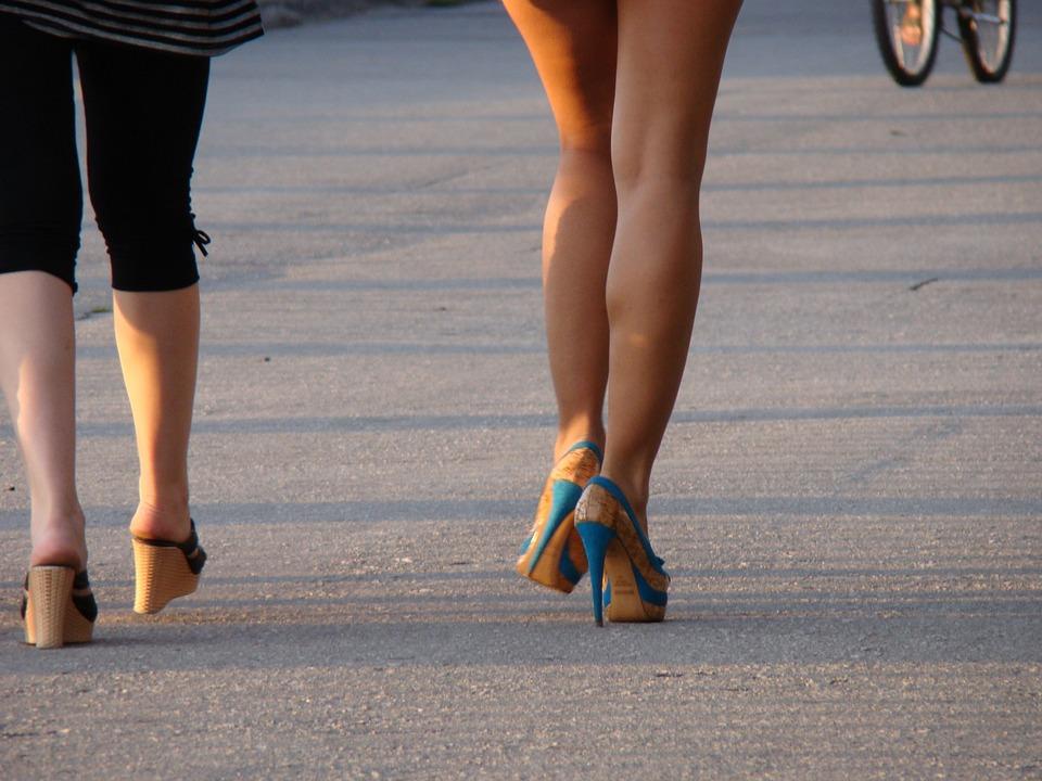 мислиш, забавлявам женские ноги на улицах фото ли